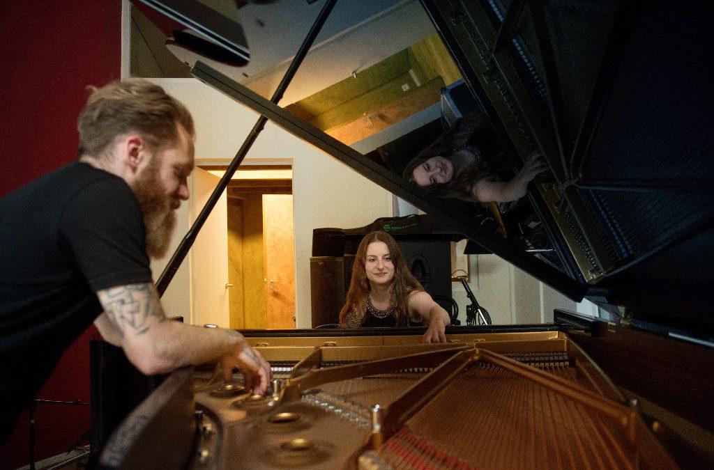 CELLAR DARLING sprechen über Albumaufnahmen und zeigen ihre Instrumente