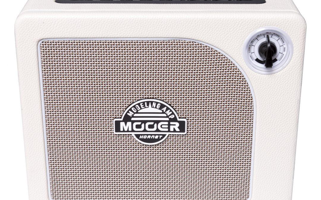 Mooer Audio Hornet White Modeling Amp – für E-Gitarre, Akustikgitarre und Bassgitarre