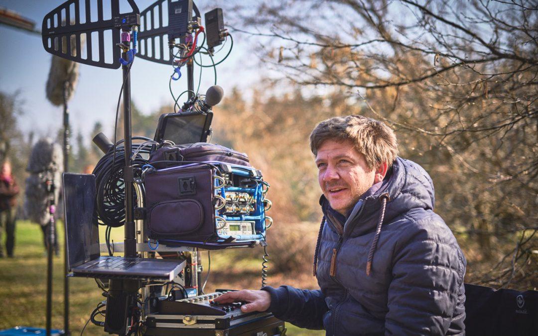 Filmtonmeister Lutz Pape am Set mit den DPA d:screet 6061 CORE Miniatur-Lavaliermikrofonen