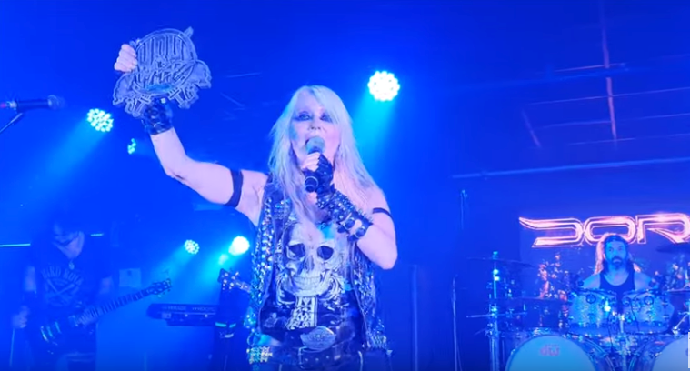 "DORO gewinnt ""Angel Of Rock""-Award in England"