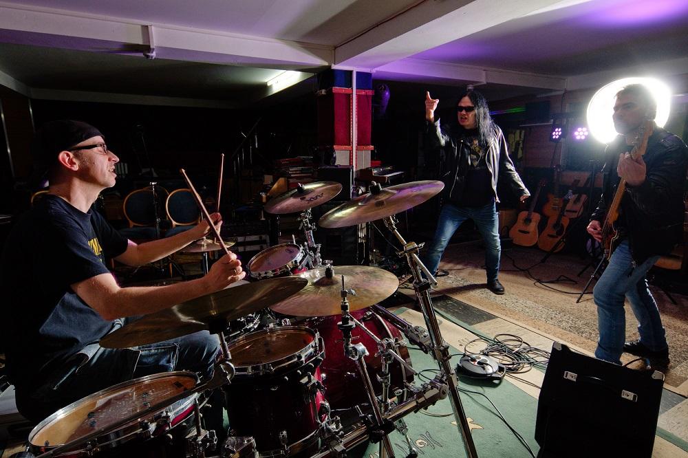 """Coronaboyz veröffentlichen ihre EP """"Die heilige Dreifaltigkeit"""""""